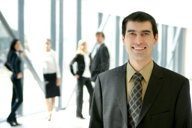 Uma unidade de negócio nova está trabalhando em um escritório fotografia de stock royalty free