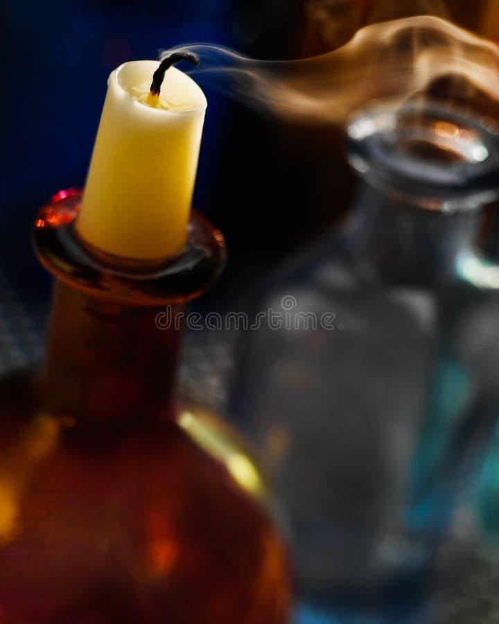 Uma vela extinguida no fim da noite fotos de stock
