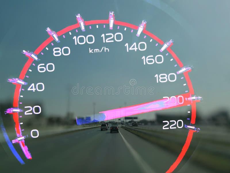 A uma velocidade de 200 a 210 quilômetros pela hora do caminhão alto dos elevadores no painel do carro O conceito que conduz rapi fotos de stock royalty free