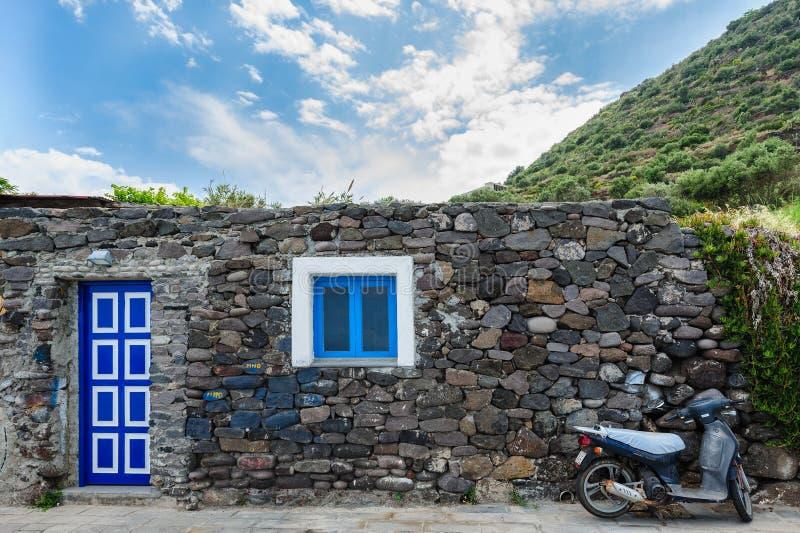 Uma vertente típica de um residente, província da ilha de Filicudi, Messina, foto de stock
