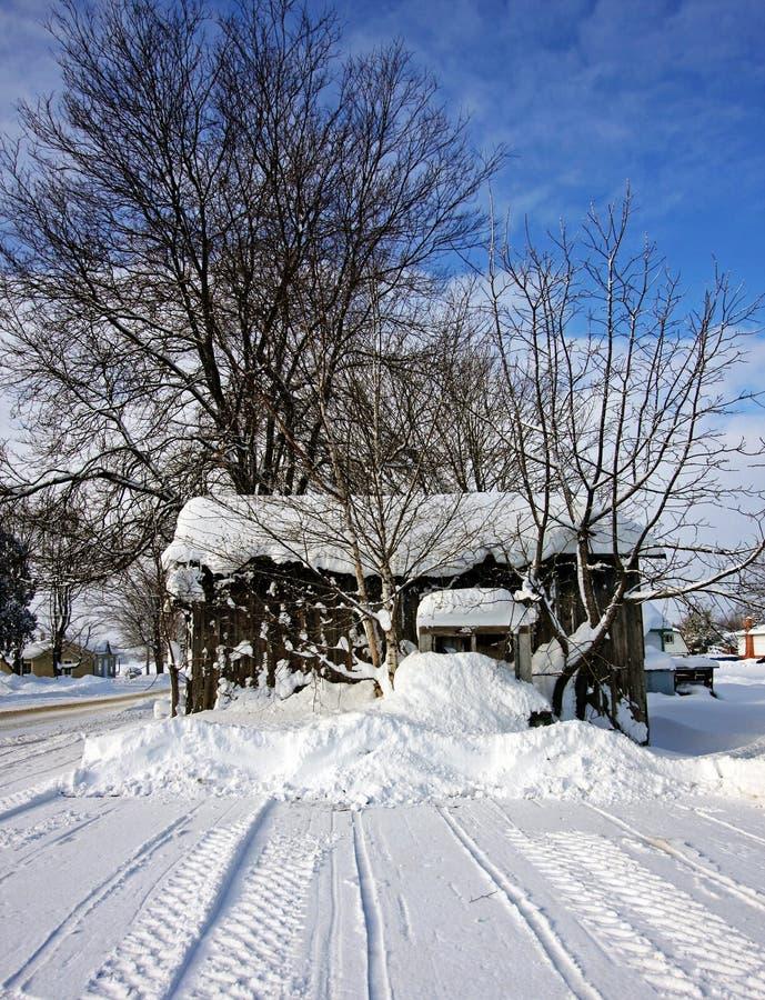 Uma Vertente Velha Em Um Dia De Inverno Foto de Stock