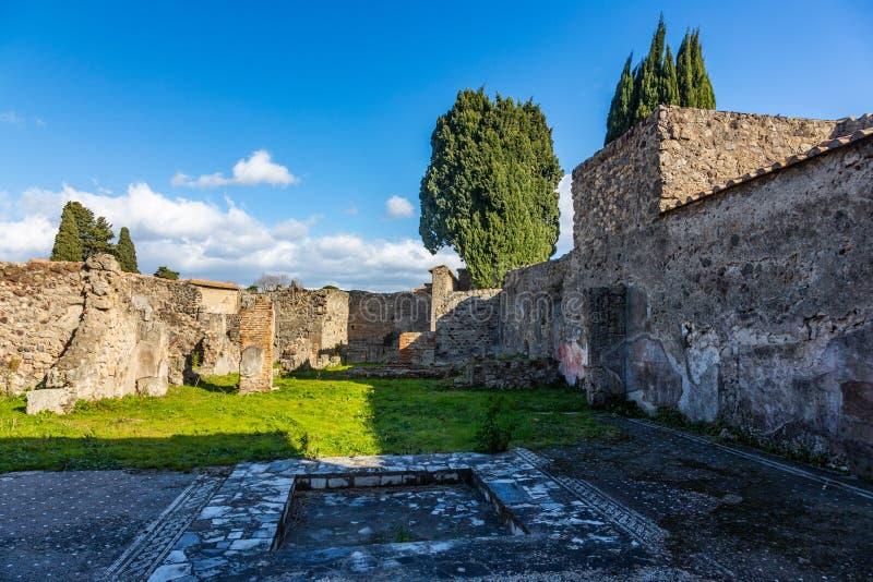 Uma viagem fascinante com as ru?nas da cidade antiga de Pompeii, It?lia fotos de stock