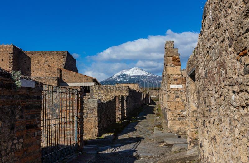 Uma viagem fascinante com as ru?nas da cidade antiga de Pompeii, It?lia fotos de stock royalty free