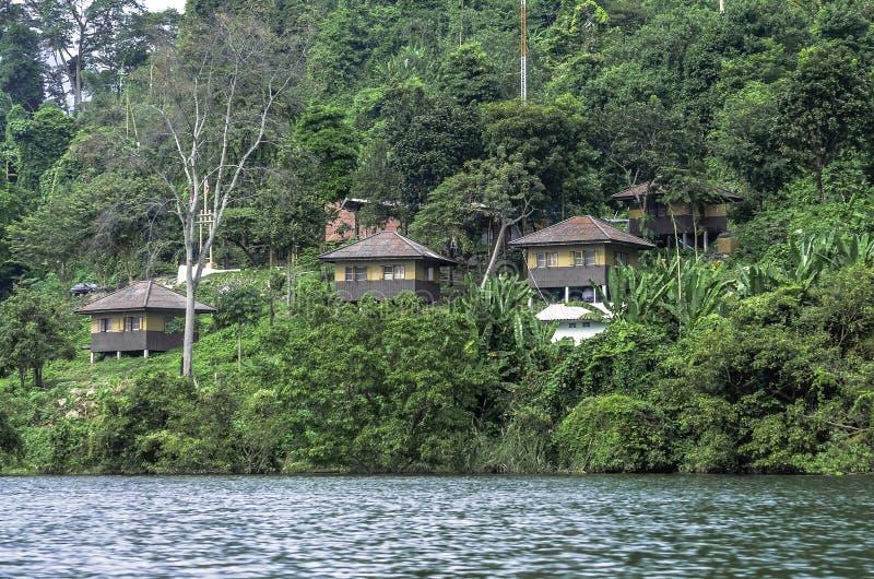 Uma vila nas selvas de Tailândia imagens de stock royalty free