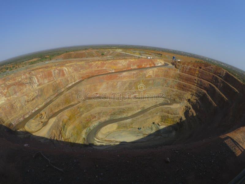 Uma visão de topo das minas de ouro na cidade de Cobar, Nova Gales do Sul, Austrália imagens de stock royalty free