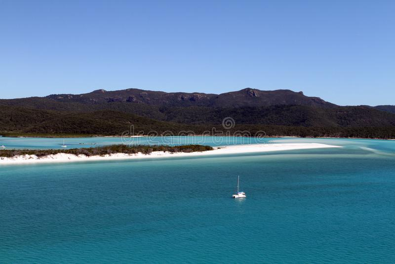 Uma vista aérea da entrada do monte, ilhas do domingo de Pentecostes, Queensland, Austrália fotos de stock royalty free