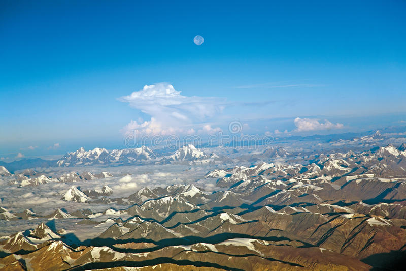 Uma vista aérea da neve ladden Himalayas ocidentais, Ladakh-Índia imagens de stock royalty free