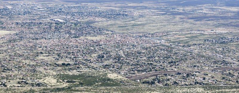 Uma vista aérea da serra vista, o Arizona, de Carr Canyon foto de stock