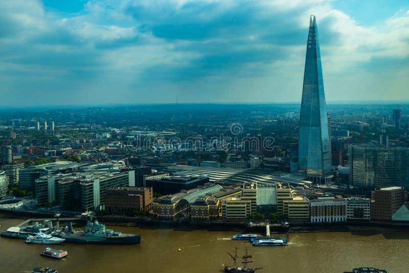 Uma vista aérea do estilhaço e da Londres do jardim do céu foto de stock royalty free