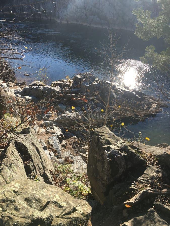 Uma vista acima de Great Falls, DM imagens de stock royalty free