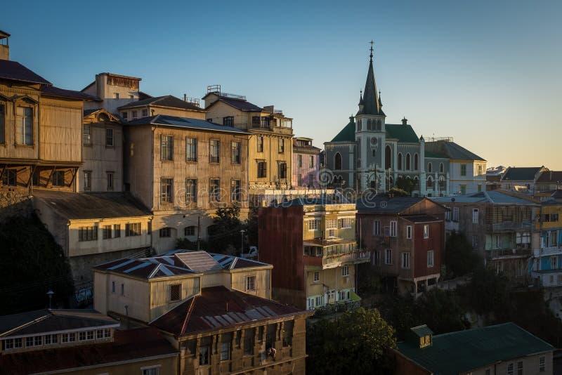 Uma vista arrebatadora da cidade colorida de Valparaiso, o Chile no por do sol fotografia de stock royalty free
