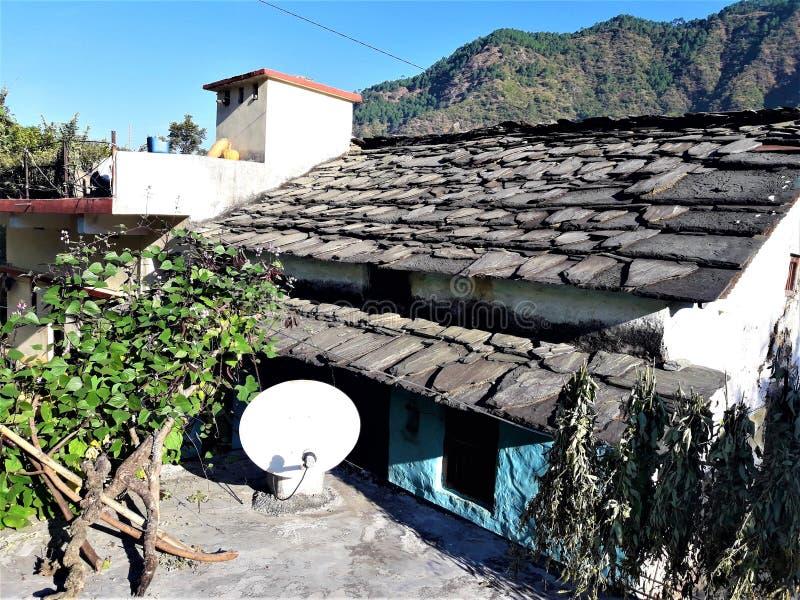 Uma vista bonita da casa da vila na Índia imagens de stock