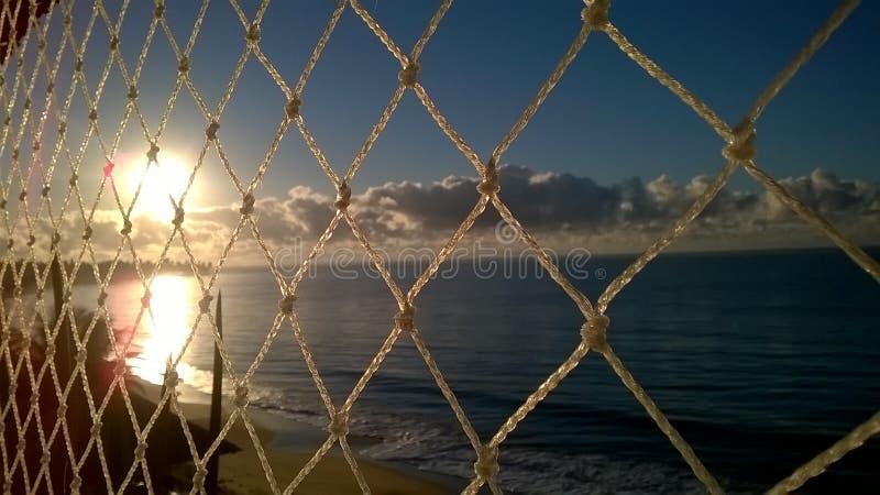 Uma vista bonita do mar atrás da tela do childsafe fotos de stock