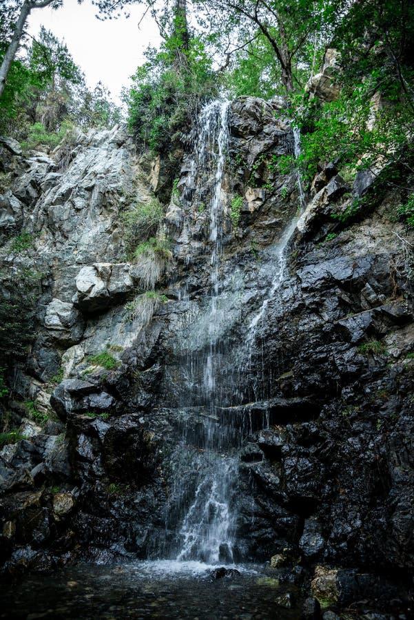 Uma vista da cachoeira de Caledonia nas florestas de Platres, Chipre imagens de stock