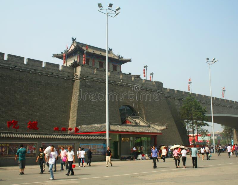 Uma vista da cidade de Xi'an mura a porta norte imagens de stock royalty free