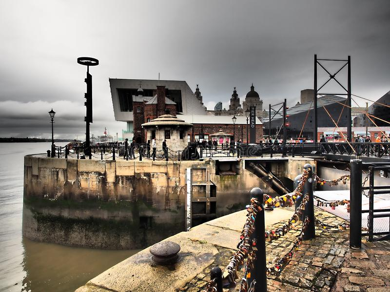 Uma vista da cidade no por do sol Liverpool imagem de stock royalty free