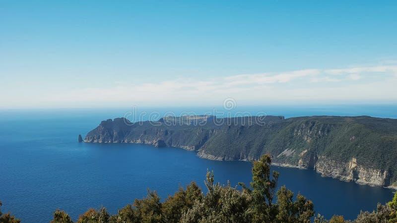 Uma vista da coluna do cabo da trilha hauy do cabo em Tasmânia fotos de stock