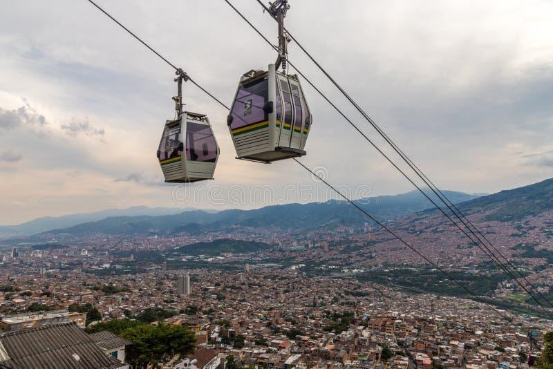 Uma vista da elevação acima sobre Medellin Colômbia imagens de stock