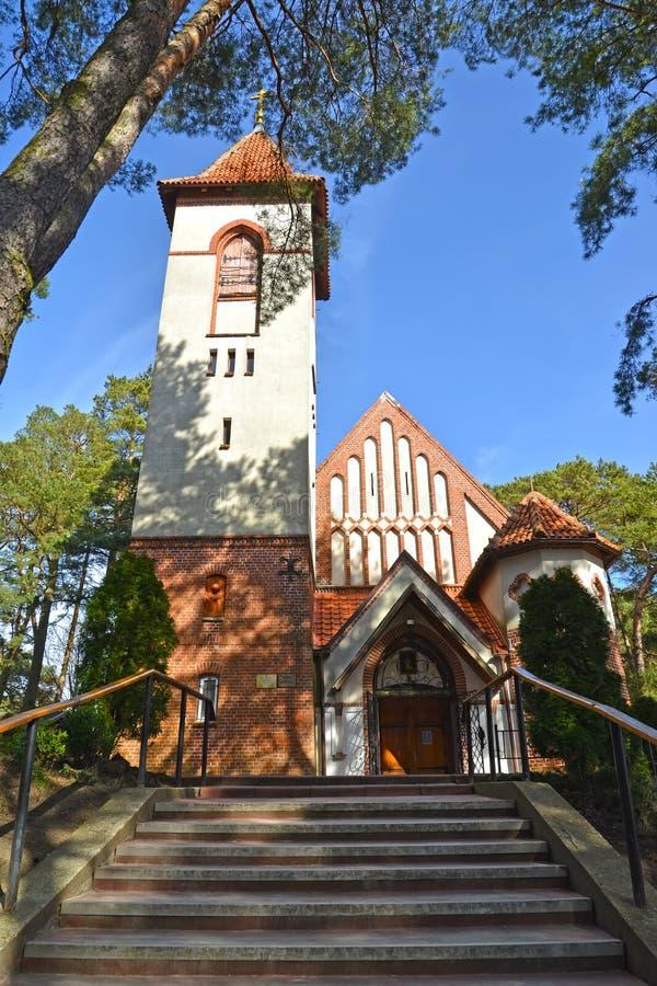 Uma vista da igreja da monge santamente Seraphim de Sarov Kirch Rauschen Svetlogorsk, região de Kaliningrad fotos de stock royalty free