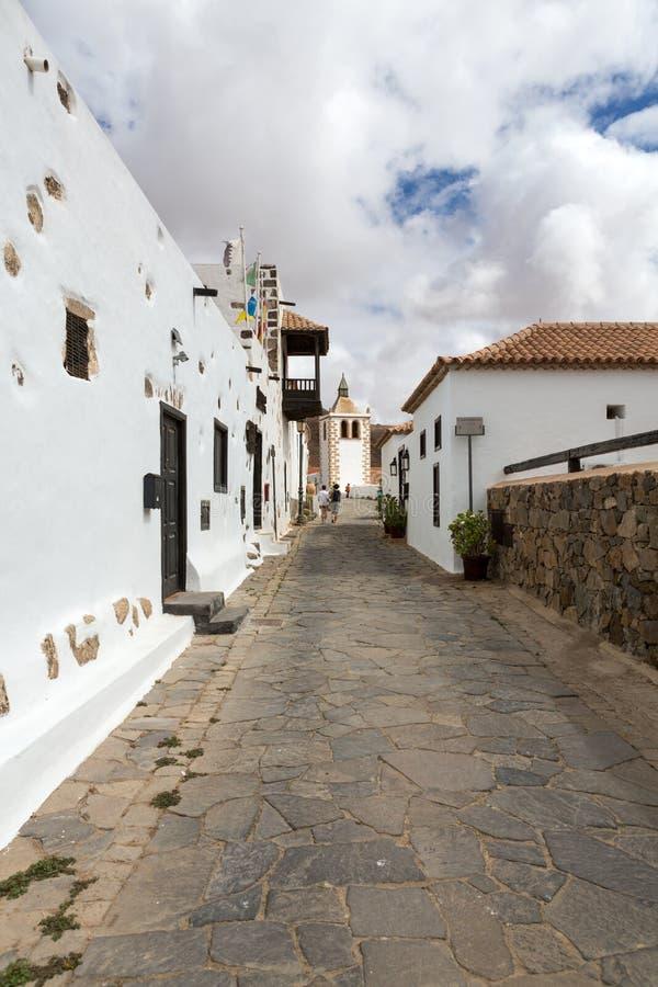 Uma vista da rua de Juan Bethencourt em Betancuria em Fuerteventura fotografia de stock