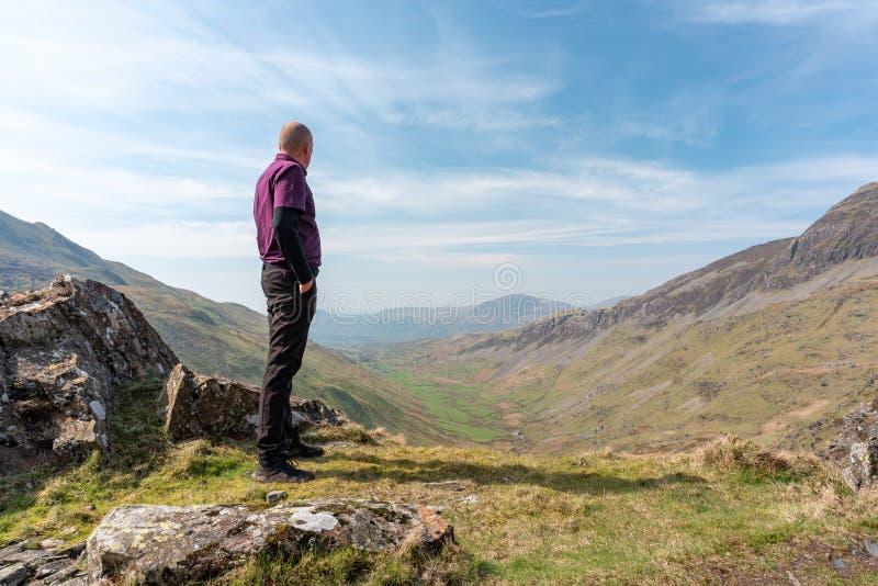 Uma vista de Cwm Croesor de Cnicht, Gwynedd, Gales foto de stock