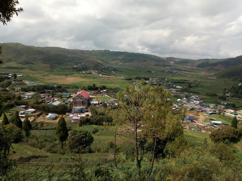 Uma vista de uma vila bonita de Rangshken fotos de stock