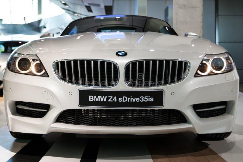 Uma vista dianteira de BMW Z4 fotografia de stock