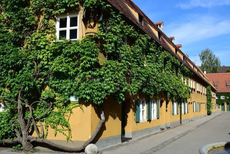 Uma vista do FUGGEREI em Augsburg, Alemanha fotografia de stock royalty free