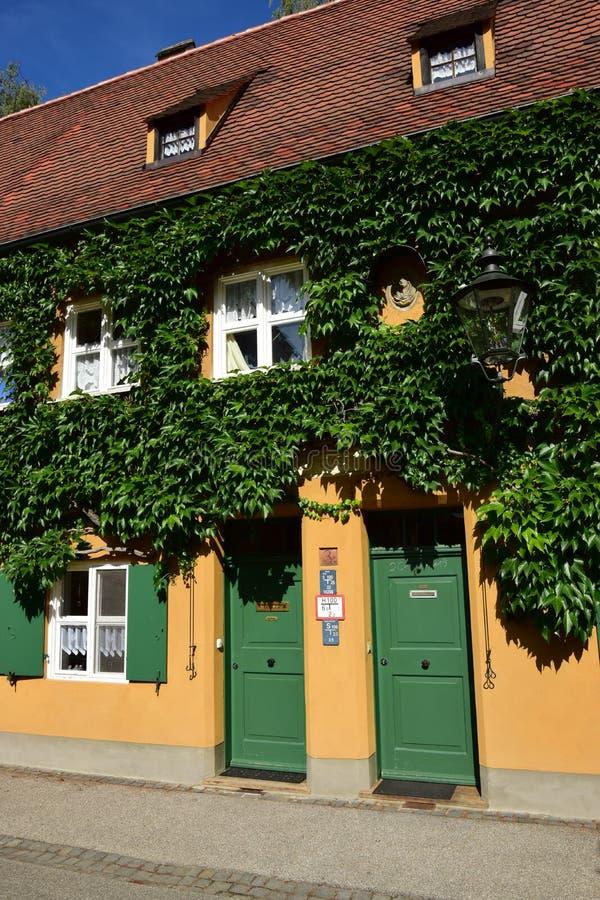 Uma vista do FUGGEREI em Augsburg, Alemanha imagens de stock royalty free