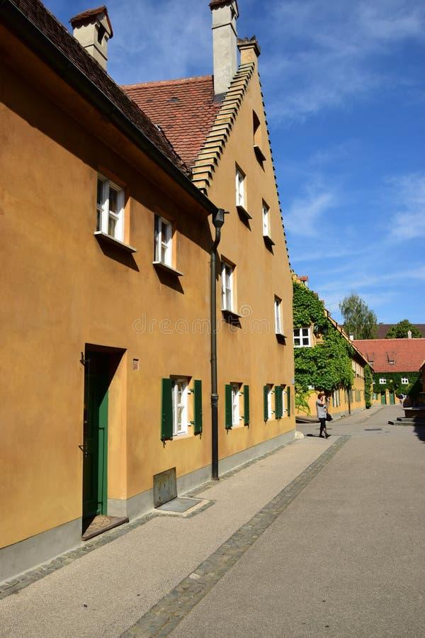 Uma vista do FUGGEREI em Augsburg, Alemanha foto de stock royalty free
