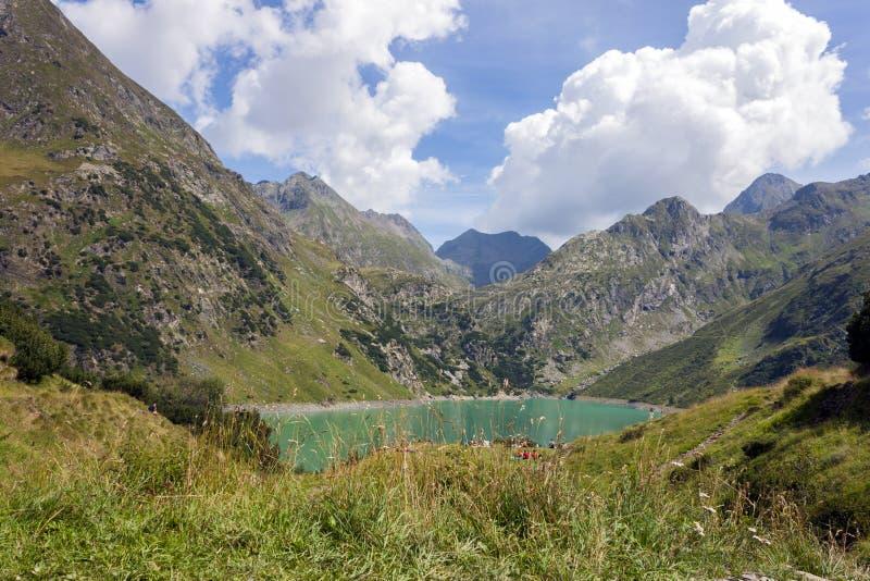 Uma vista do lago artificial Barbellino, Valbondione, fotos de stock royalty free