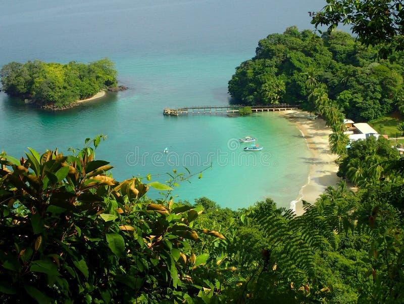 Uma vista do ponto do elevatep sobre a praia em Parque Nacional de Isla Coiba, Panamá imagem de stock