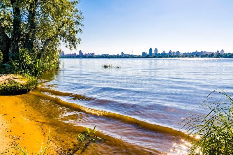 Download Uma Vista Do Rio De Dnieper Em Kiev Imagem de Stock - Imagem de parque, árvore: 29842973