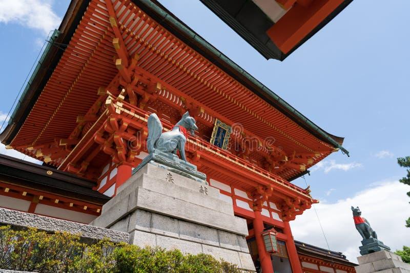 Uma vista do santuário de Fushimi Inari imagem de stock