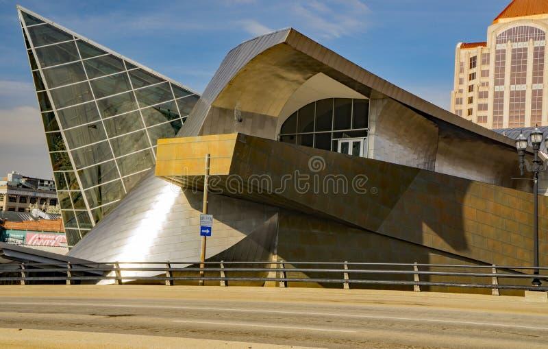 Uma vista lateral do museu de arte do theTaubman imagens de stock