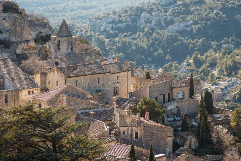 Uma vista na vila pitoresca Les Baux-de-Provence imagens de stock
