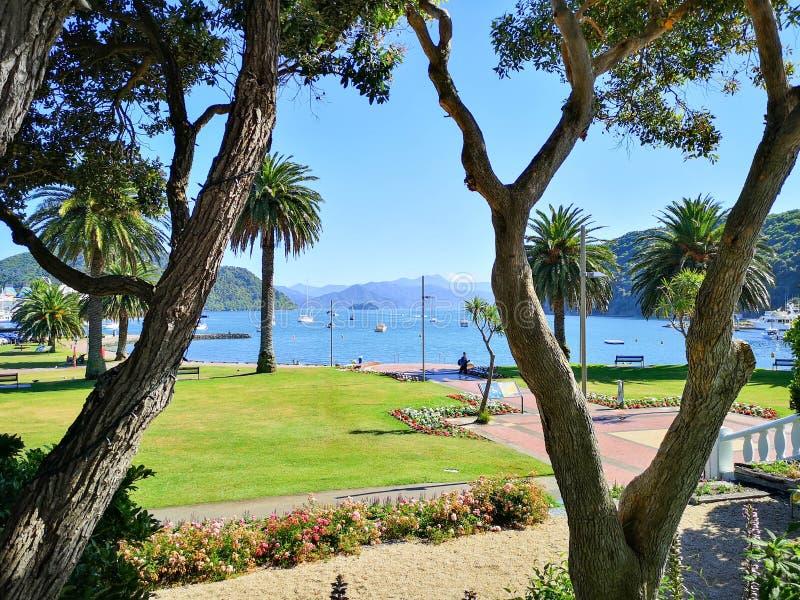 Uma vista no porto de Picton imagens de stock