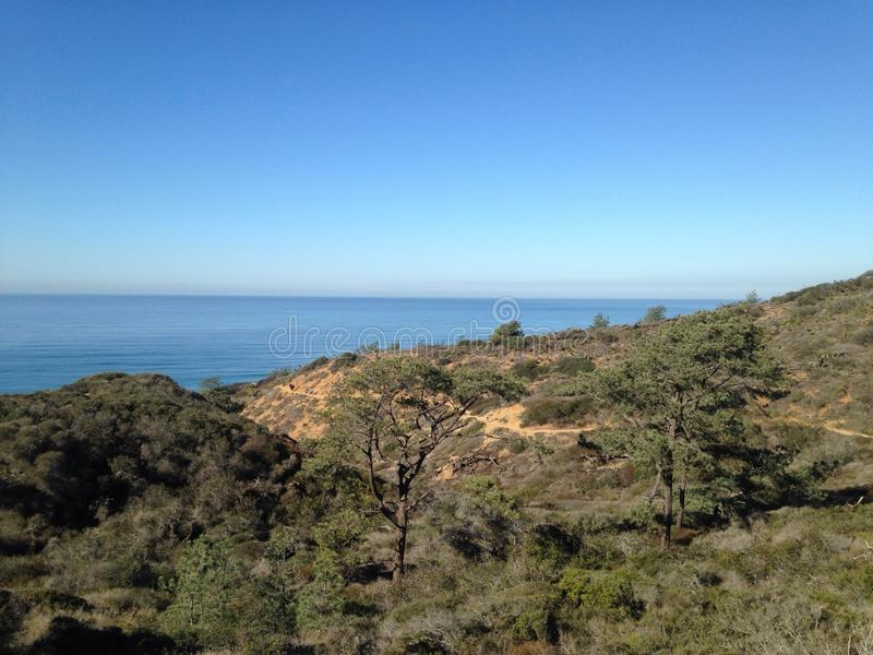 Uma vista pequena do mar fotos de stock