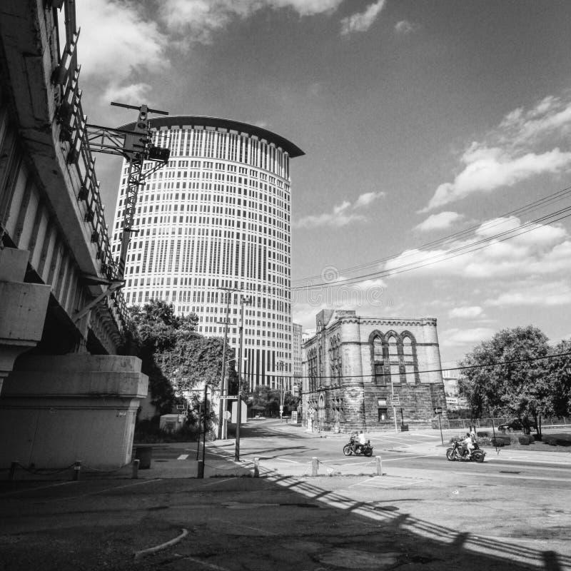 Uma vista preto e branco de Cleveland, de Ohio e do tribunal federal fotos de stock royalty free
