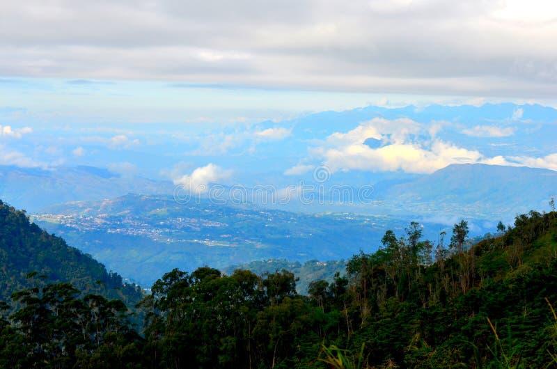 Uma vista que negligencia a cidade de Bucaramanga, Colômbia foto de stock royalty free