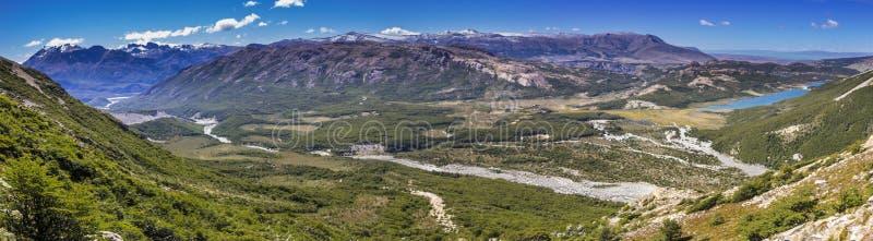 Uma vista surpreendente sobre os vales do Patagonia de Argentina no EL Chalten foto de stock