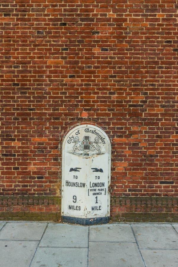 Uma vista típica em Kensington em Londres foto de stock royalty free