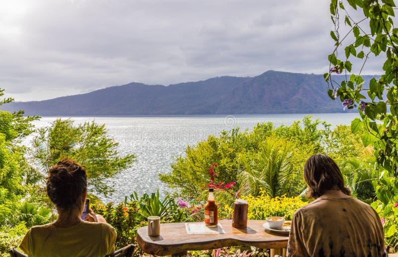 Uma vista típica no lago Nicarágua Apoyo fotografia de stock royalty free