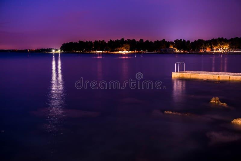 Umag τή νύχτα, Κροατία στοκ εικόνες