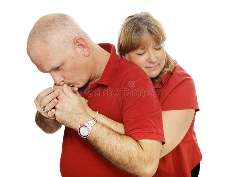 Umarmungen u. Küsse stockbilder