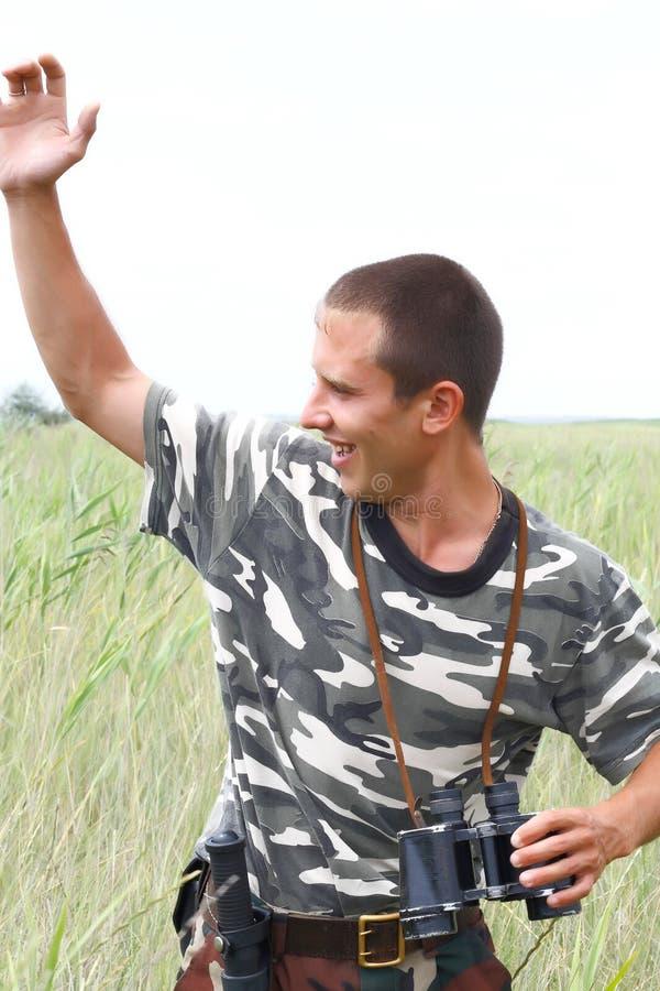 Umas forças armadas ucranianas novas levantaram sua mão fotografia de stock royalty free