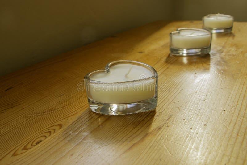 Umas velas no vidro dado forma coração fotografia de stock royalty free