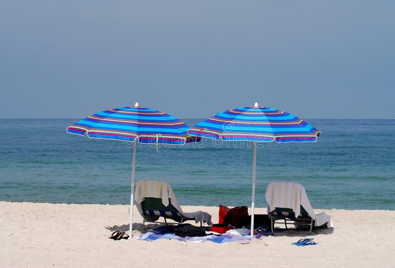 Umbreallas de plage photographie stock libre de droits