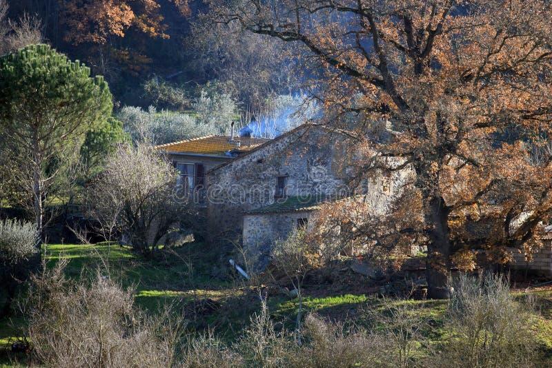 Download Umbria wiejski dom obraz stock. Obraz złożonej z komin - 28956945