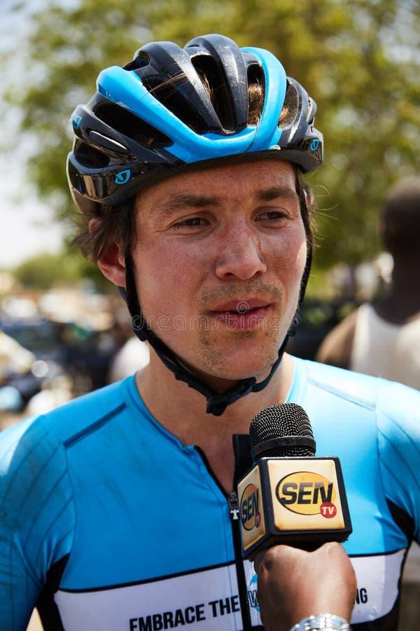 Umfassen Sie die Welt, die am Ausflug DU Senegal 2017 radfährt stockfotografie